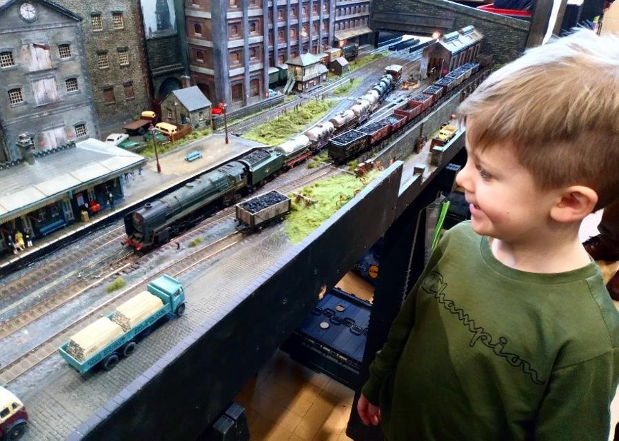Model transport exhibition